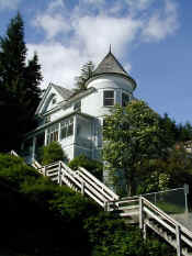 ketchikan queen anne.jpg (82408 bytes)